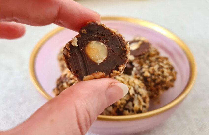 טראפלס אגוזי לוז מחמישה מרכיבים